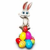 Glückliches Häschen auf Stapel von Eiern Lizenzfreie Stockfotos