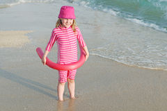 Glückliches Kind mit Sonneschutz Stockfotografie