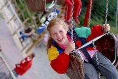 Glückliches spinnendes Mädchen Lizenzfreie Stockfotografie
