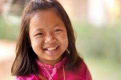 Glückliches thailändisches kleines Mädchen Stockfotos