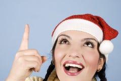 Glückliches Weihnachtsfrau, die oben zeigt Stockbilder