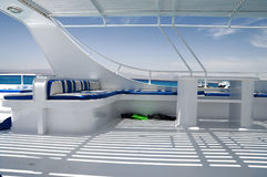gleaming άσπρη βάρκα Στοκ Εικόνες