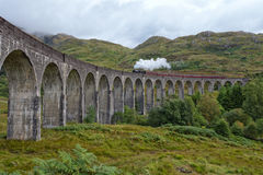 Gleanfinnan-Viadukt und Dampfzug Lizenzfreies Stockfoto