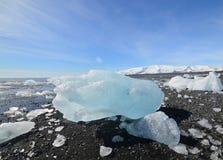 Gleczeru lód na brzeg plaża Fotografia Stock