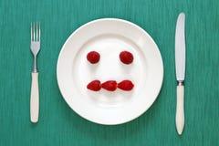 Gleichgültiges Gesicht gebildet von den Erdbeeren Lizenzfreies Stockfoto
