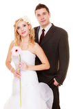 Gleichheit, Krawatte und Kristallschmucksachen Portrait der glücklichen Braut und des Bräutigams Stockbilder