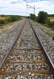 Gleis auf dem Gebiet stockbilder