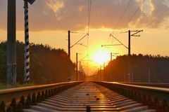 Gleis am Sonnenuntergang Stockfotografie