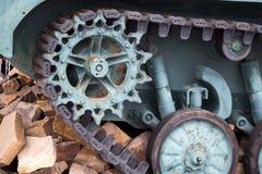 Gleiskettenfahrzeuge einer Behälternahaufnahme Stockbilder