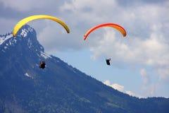 Gleitschirm in den Alpen Stockbilder