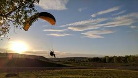 Gleitschirmfliegen-Ödländer Stockfoto