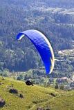 Gleitschirmfliegen Stockbild