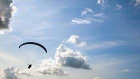 Gleitschirmfliegen Stockbilder