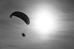 Gleitschirmfliegen Lizenzfreies Stockbild
