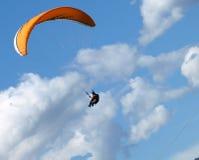 Gleitschirmfliegen Lizenzfreie Stockbilder