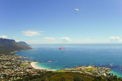 Gleitschirmfliegen - Cape Town - Südafrika Stockfotografie