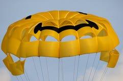 Gleitschirmfliegen-Fallschirm Stockbild