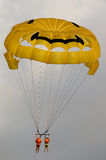 Gleitschirmfliegen-Paare Lizenzfreies Stockbild