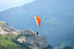 Gleitschirmfliegen am Pilatus Berg, die Schweiz Stockfotos