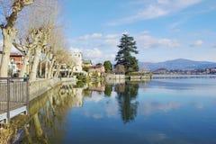 Gleitschirmfliegen um den See von Como und von Pusiano Lizenzfreie Stockfotos