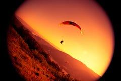 Gleitschirmfliegen an ZAR-Berg Bielsko Stockbild
