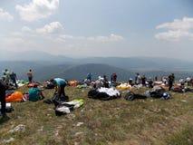 Gleitschirmfliegencross country-Wettbewerb lizenzfreies stockbild