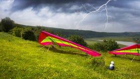Gleitschirmfliegensport im Himmel Lizenzfreies Stockbild