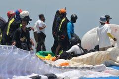 Gleitschirmfliegenwettbewerb im wonogiri, Indonesien stockfoto