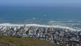 Gleitschirmflieger über Cape Town Stockbild