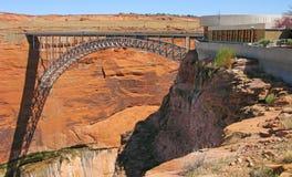 Glen Canyon Bridge- u. Besucher-Mitte stockfotografie
