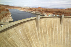 Glen Canyon Dam formant le lac Powell Images libres de droits
