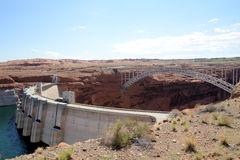 Glen Canyon Dam och bro Royaltyfri Bild