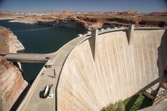 Glen Canyon Dam och sjö Powell från Carl Hayden Visitor Centre Page Arizona arkivfoton