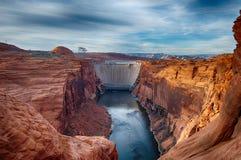 Glen Canyon Dam in Pagina, Arizona wordt gevestigd dat. Stock Afbeeldingen