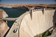 Glen Canyon Dam y lago Powell de Carl Hayden Visitor Centre Page Arizona fotos de archivo