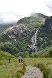 Glen Nevis-Tal mit Steall-Wasserfall, zweites höchstes in Schottland, Fort William, Lochaber, Hochländer, Vereinigtes Königreich lizenzfreie stockbilder
