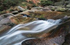 Glen River Flows Peacefully Through el valle debajo de Slieve Donard, Irlanda del Norte Fotos de archivo libres de regalías