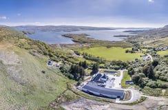 Glenbeg, Ardnamurchan Schotland - 26 Mei 2017: De Ardnamurchandistilleerderij produceert wisky sinds 2014 en eigenlijk Stock Fotografie