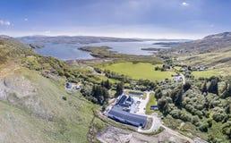 Glenbeg, Ardnamurchan Schotland - 26 Mei 2017: De Ardnamurchandistilleerderij produceert wisky sinds 2014 en eigenlijk Royalty-vrije Stock Foto's