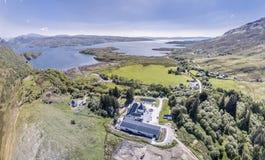 Glenbeg, Ardnamurchan Schotland - 26 Mei 2017: De Ardnamurchandistilleerderij produceert wisky sinds 2014 en eigenlijk Stock Foto