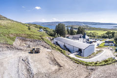 Glenbeg, Ardnamurchan Schotland - 26 Mei 2017: De Ardnamurchandistilleerderij produceert wisky sinds 2014 en eigenlijk Royalty-vrije Stock Fotografie