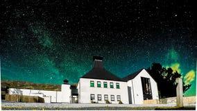 Glenbeg, Ardnamurchan Schotland - 26 Mei 2017: De Ardnamurchandistilleerderij produceert wisky sinds 2014 en eigenlijk Royalty-vrije Stock Foto