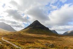 Glencoe看法从路A82在高地,秋天季节的苏格兰的 免版税库存图片
