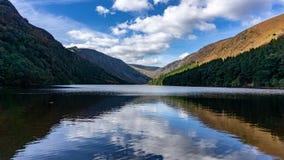Glendalough有鸭子的County湖 库存照片