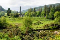Glendalough jest wioską z monasterem w okręgu administracyjnym Wicklow, Irlandia zdjęcia stock