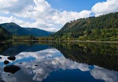 Glendalough - lac inférieur images stock