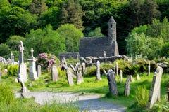 Glendalough ?r en by med en kloster i st?ndsm?ssiga Wicklow, Irland royaltyfria bilder