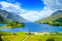 Glenfinnan纪念碑和海湾Shiel湖。高地苏格兰英国 免版税库存图片