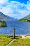 Glenfinnan纪念碑和海湾Shiel湖。 高地苏格兰 免版税库存图片