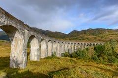 Glenfinnan wiadukt w średniogórzu, Szkocja w jesień sezonie Fotografia Stock